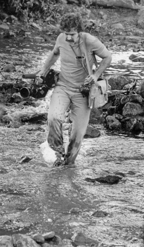 Carl under fire during the Nicaraguan civil war in 1978.